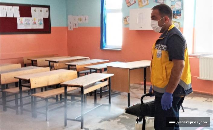 Belediye sınav öncesi okullar dezenfekte etti