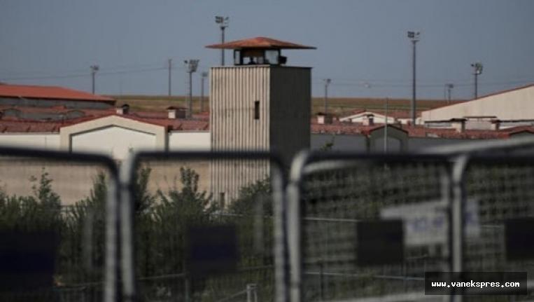 Öcalan, açlık grevindeki tutukluları sordu