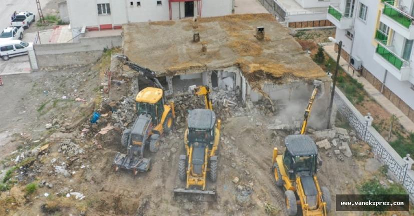 Van'da 2 bin adet metruk bina yıktırılıyor