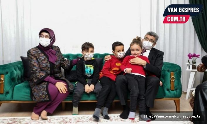Vali Bilmez ve eşi Meral Bilmez Şehit Aileleri'ni ziyaret etti.