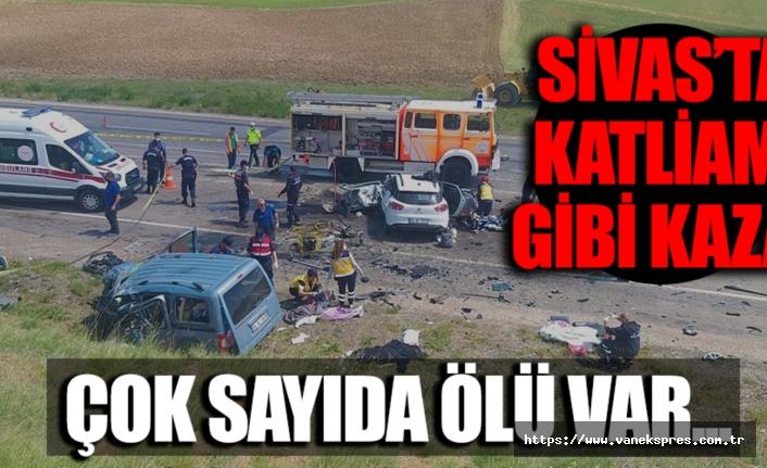 Sivas'ta trafik kazası: Van ve Ağrılı 9 kişi hayatını kaybetti