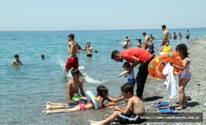 Bayramda Van Gölü sahillerine yoğun ilgi
