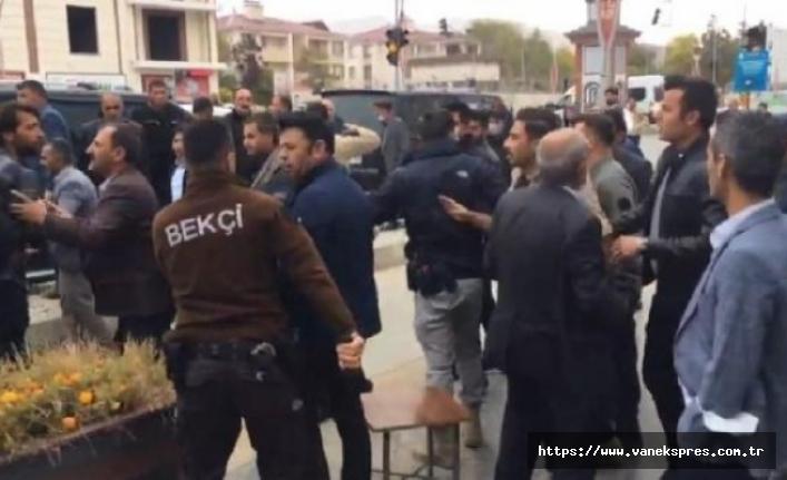 Van'da taşlı, sopalı kavga: 10 gözaltı