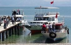 Van'da 61 kişinin öldüğü tekne faciası davası yine ertelendi