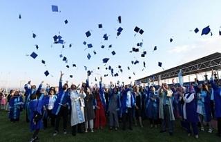 Van YYÜ'de mezuniyet coşkusu
