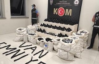 Van'da 1300 tabanca ele geçirildi: 3 Gözaltı