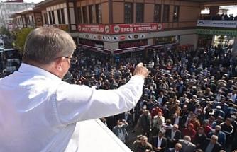 Davutoğlu Van'da: Ailenize 'Serok Ahmet'in selamı var' deyin